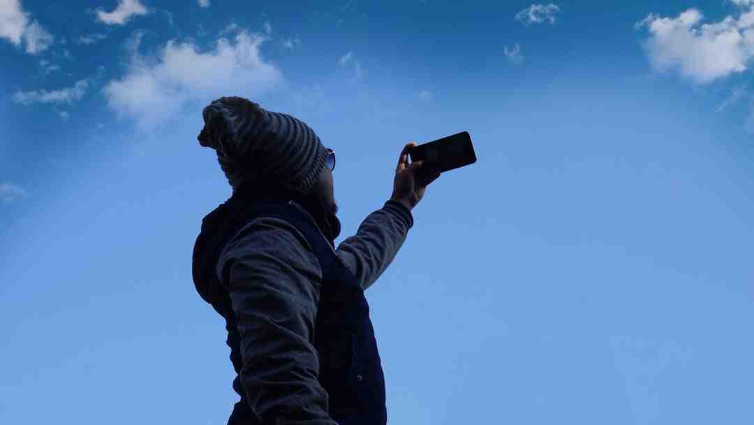 Comment transférer des photos de mon appareil photo vers mon téléphone?